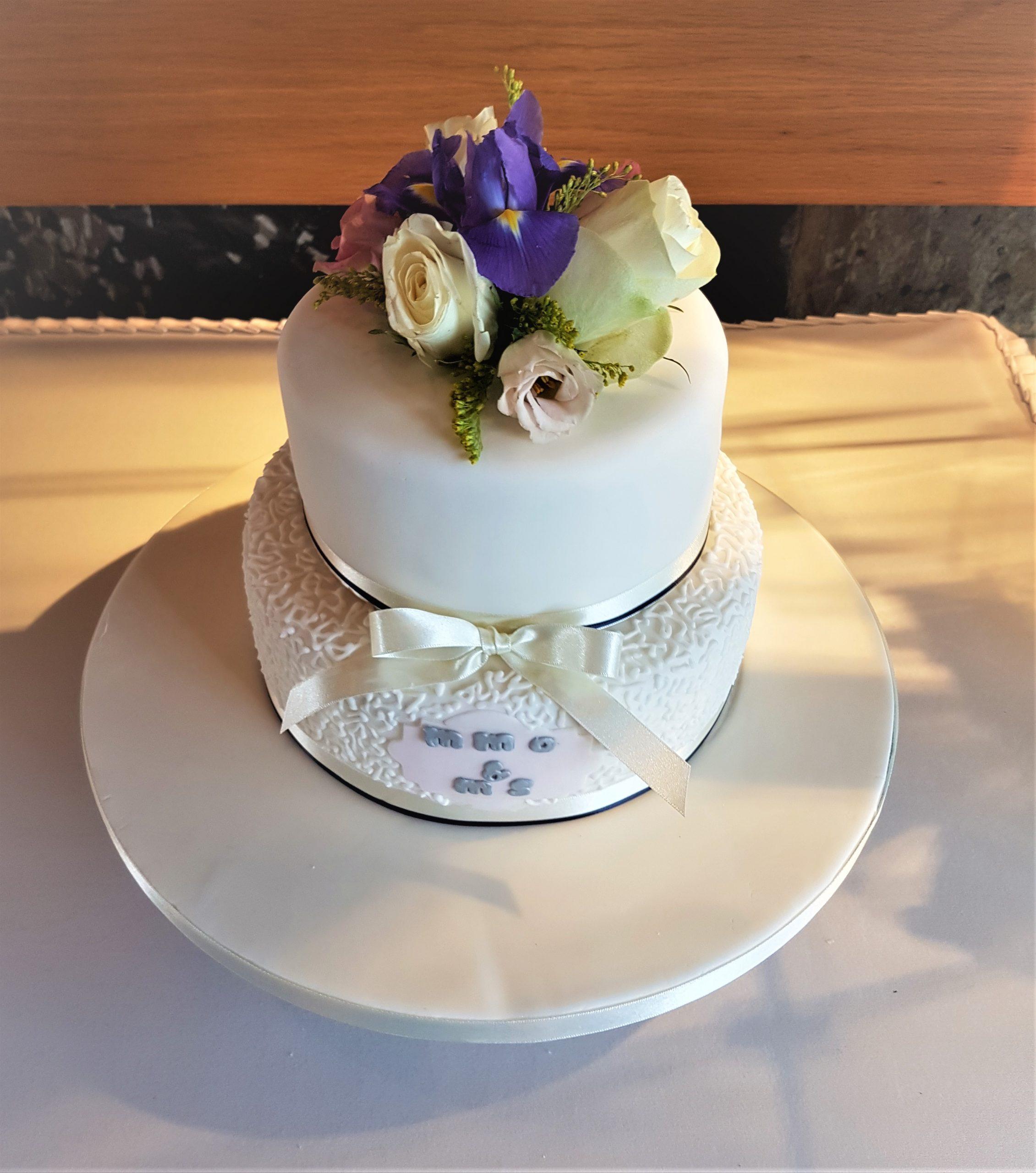 2 tier wedding cake